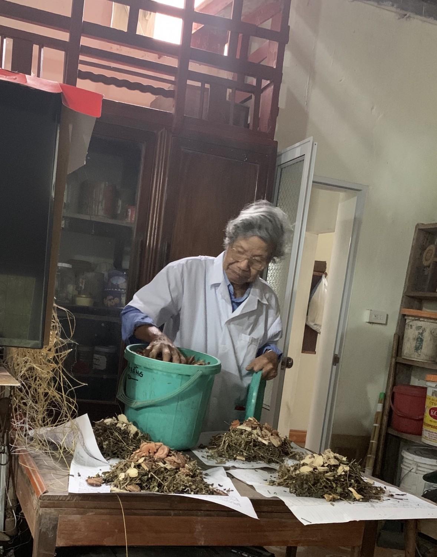Lương y Chu Tố Quỳnh - người có hơn 40 năm kinh nghiệm chữa yếu sinh lý ở nam giới bằng đông y