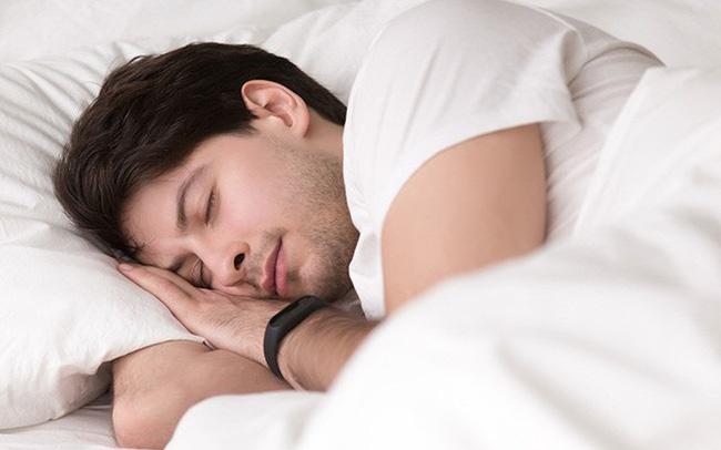 Phần lớn testosterone được cơ thể nam giới sản sinh trong khi ngủ, đồng thời cơ thể cũng hồi phục năng lượng sau một ngày làm việc căng thẳng