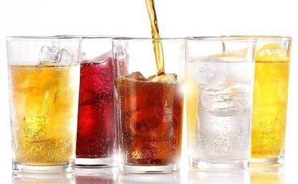 Nước ngọt có ga được xem là đồ uống chứa rất nhiều đường, khắc tinh của testosterone, chúng có thể làm giảm nồng độ hormone này đến 25%
