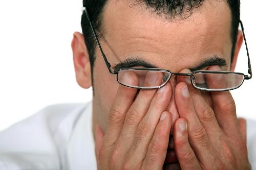Giảm thị lực là tác dụng phụ có thể gặp phải khi sử dụng Torfin 100