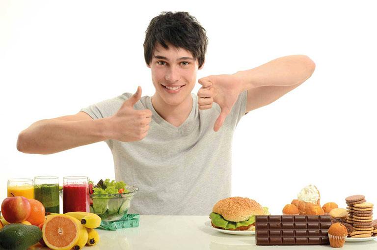 Nam giới nên duy trì chế độ ăn uống khoa học trong quá trình uống thuốc