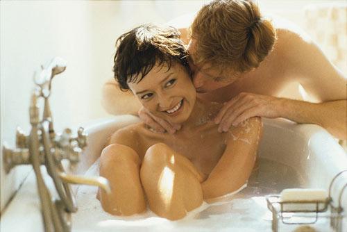 Tắm chung là một cách kích dục phụ nữ hiệu quả