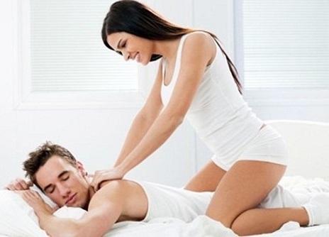 Massage nhẹ nhàng khiến chàng nhập cuộc hưng phấn hơn