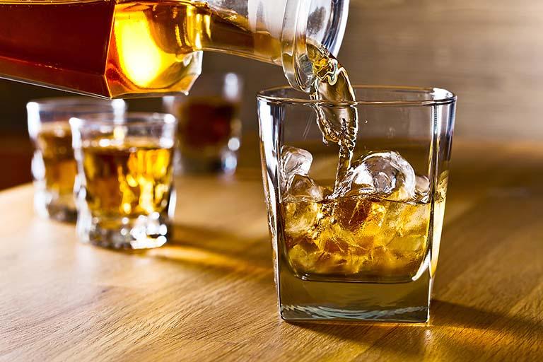 Tránh sử dụng rượu bia trong thời gian sử dụng viên uống tăng cường sinh lý Trường Xuân Vương
